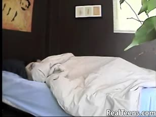 Une bombasse endormie utilisant un bâton de baise phat pour s'amuser plus à - www.girls-cams.top
