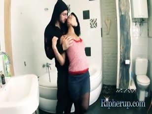 Cheval baise femme etable xvideo