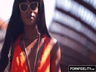 Vidéo filles nues aux grosses fesses