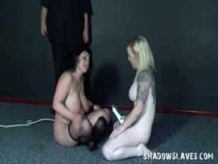 Image des filles nues avec des grosses fesses