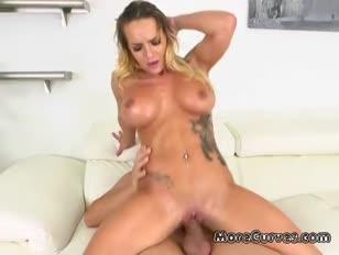 Xnxxx femme sexe par cheval